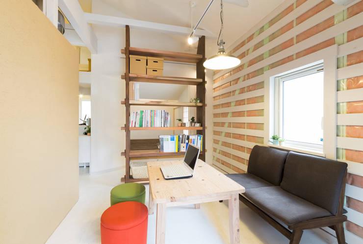 15坪の平屋のリフォーム: デザインプラネッツ一級建築士事務所が手掛けた廊下 & 玄関です。,