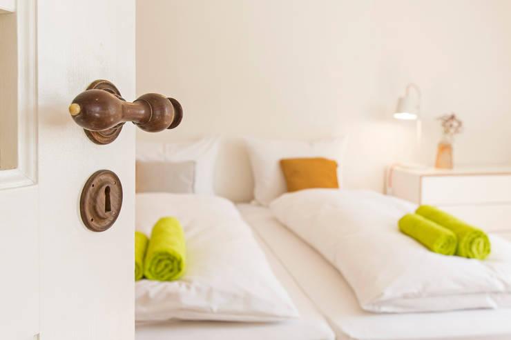 Projekty,  Sypialnia zaprojektowane przez Planungsgruppe Barthelmey