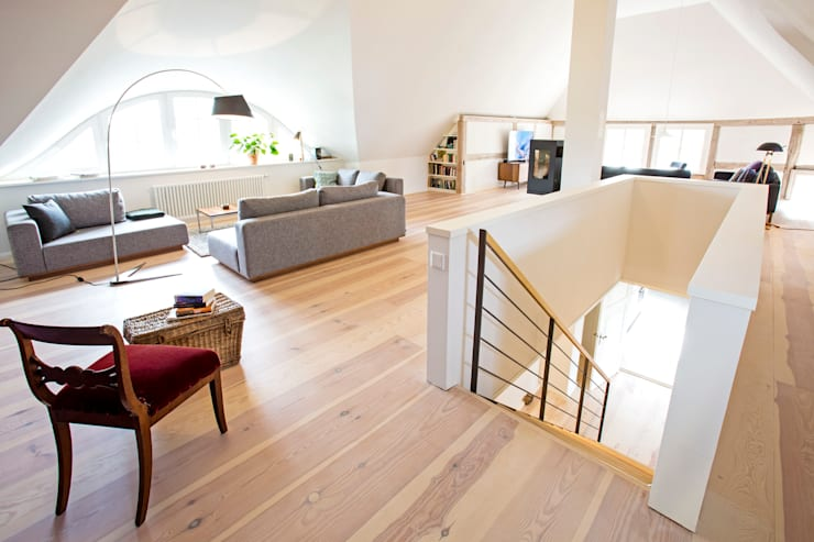 Salas de estar escandinavas por Planungsgruppe Barthelmey