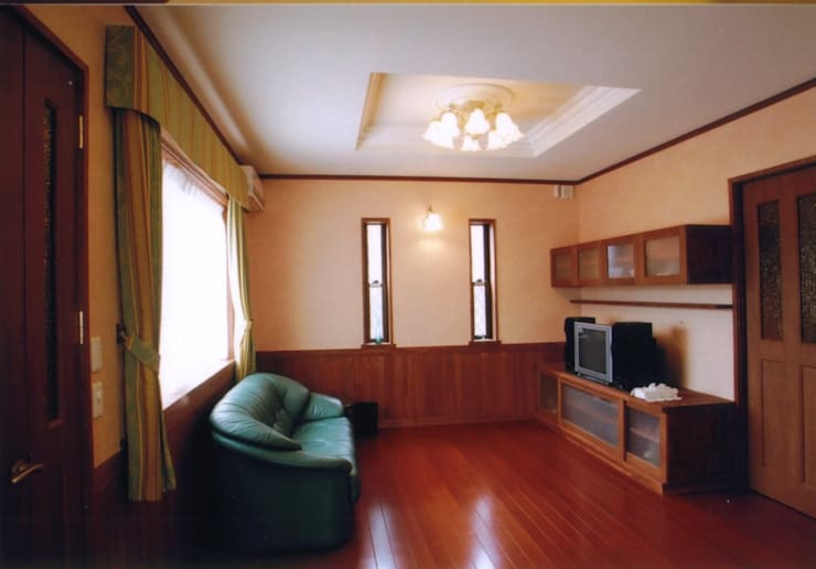 夙川の家: 株式会社 atelier waonが手掛けたリビングです。