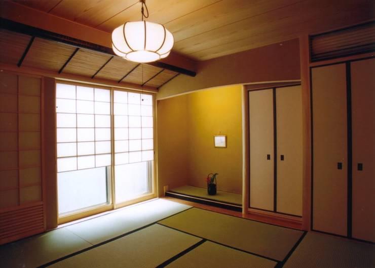 夙川の家: 株式会社 atelier waonが手掛けた和室です。,モダン