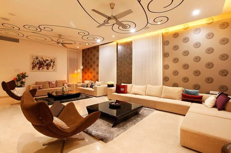 NEMI VILLA:  Living room by INNERSPACE