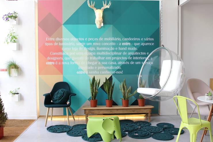 OUTONO E INVERNO: Casa  por Entre Led e Design