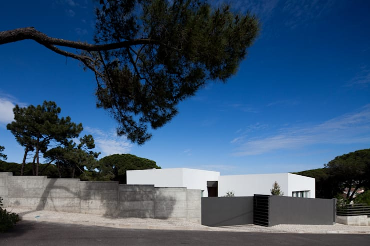 Godiva House: Casas  por Empty Space architecture