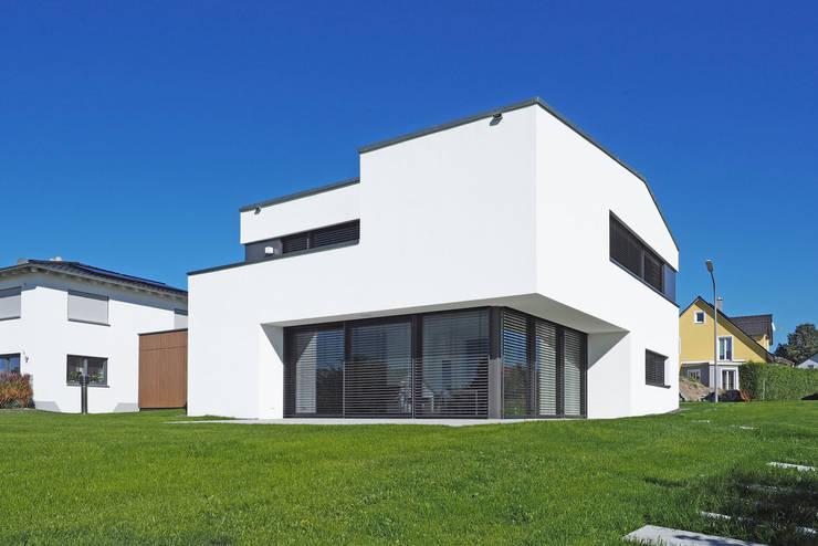 Ansicht Südwesten: moderne Häuser von Fichtner Gruber Architekten