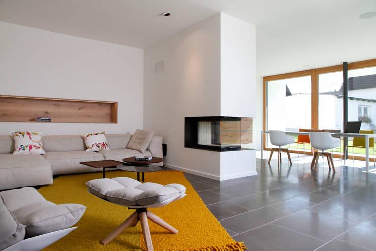 Wohnraum: moderne Wohnzimmer von Fichtner Gruber Architekten