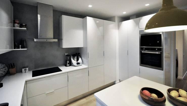 Modern style kitchen by MARQA - Mello Arquitetos Associados Modern