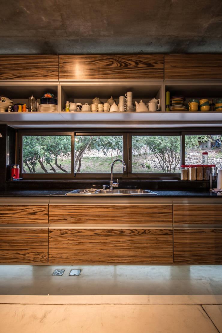 Casa La Rufina: Cocinas de estilo  por Arq. Santiago Viale Lescano