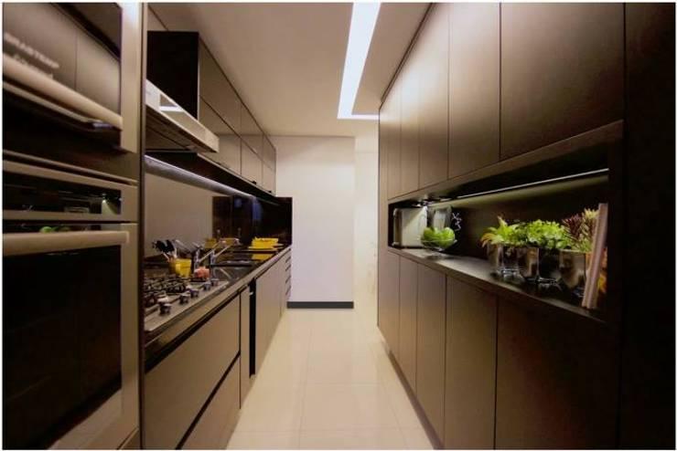 Cozinha - All Black: Cozinhas  por Palloma Meneghello Arquitetura e Interiores