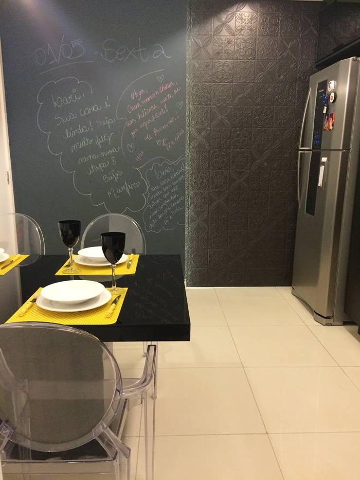 Cozinha – All Black: Cozinhas  por Palloma Meneghello Arquitetura e Interiores