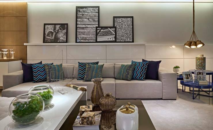 Decora Lider Vitória – Sala de estar, Home Theater e Jantar: Salas de estar  por Lider Interiores