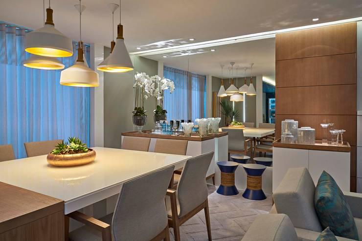 Decora Lider Vitória – Sala de estar, Home Theater e Jantar: Salas de jantar  por Lider Interiores