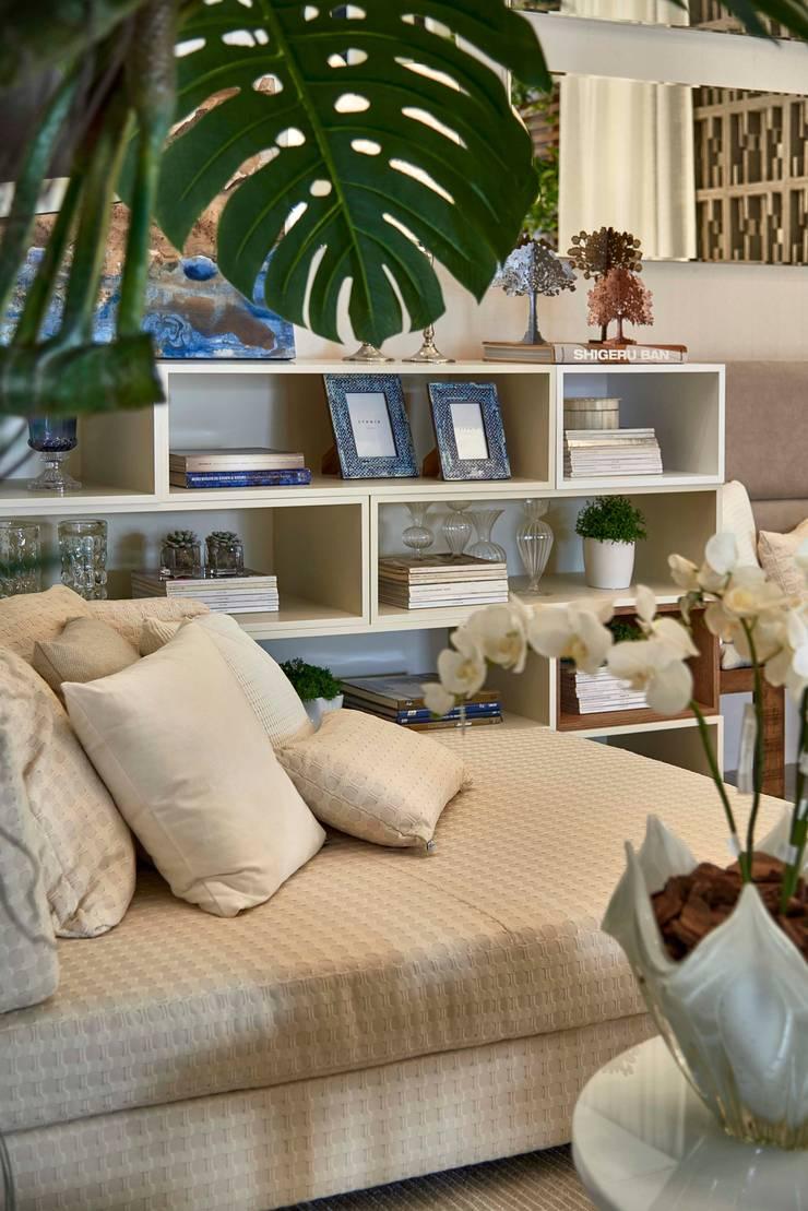Decora Lider Vitória – Sala de Jantar e Lounge: Salas de estar  por Lider Interiores,