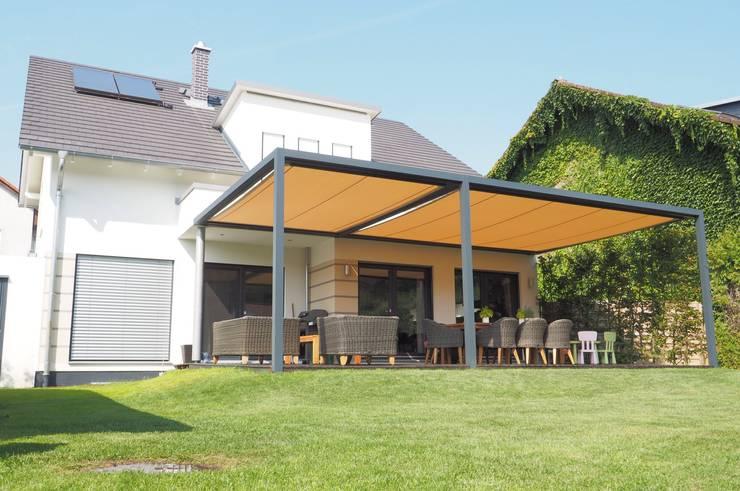Jardines de estilo  por Textile Sonnenschutz- Technik