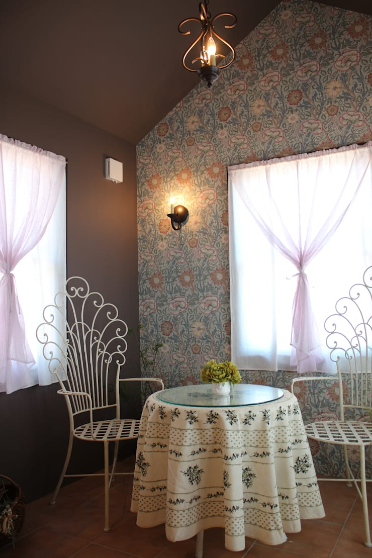 Pink &  Rose: Natural Living ナチュラルリビングが手掛けた窓&ドアです。,