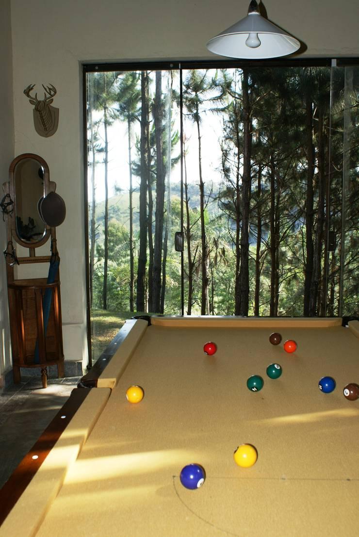 Sala de Jogos: Salas de estar  por Daniela Zuffo Arquitetura e Interiores,