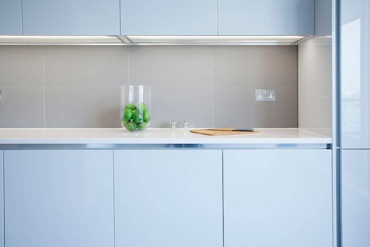 Thames Quay: classic Kitchen by JHR Interiors