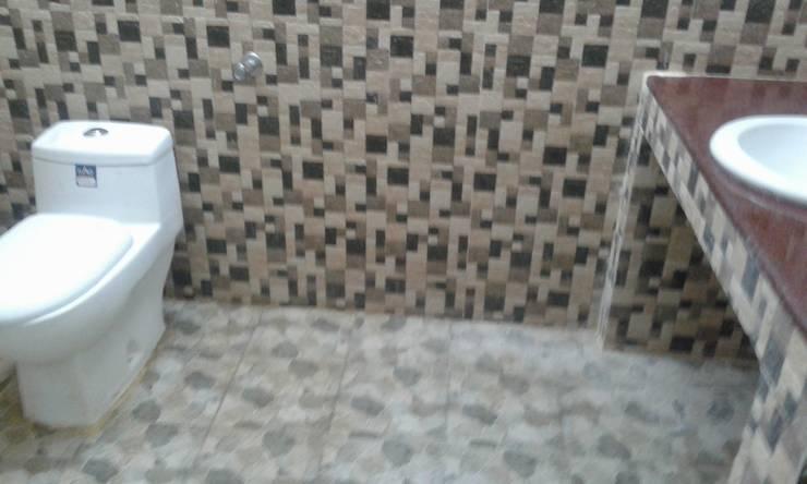 South Indian Studio Type Farm House :  Bathroom by NISHA MIDAS CONSTRUCTION