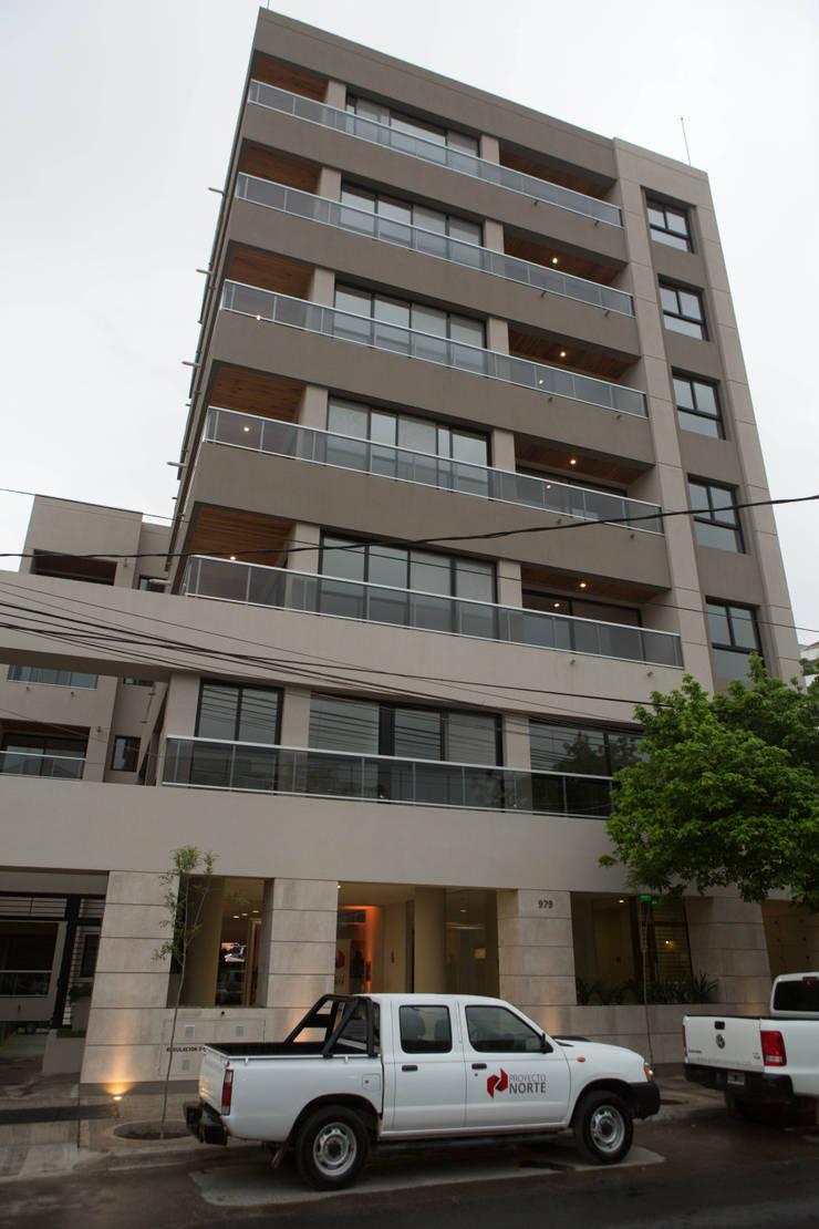 Fachada Edificio Leguizamon 979, en Salta: Casas de estilo  por Proyecto Norte