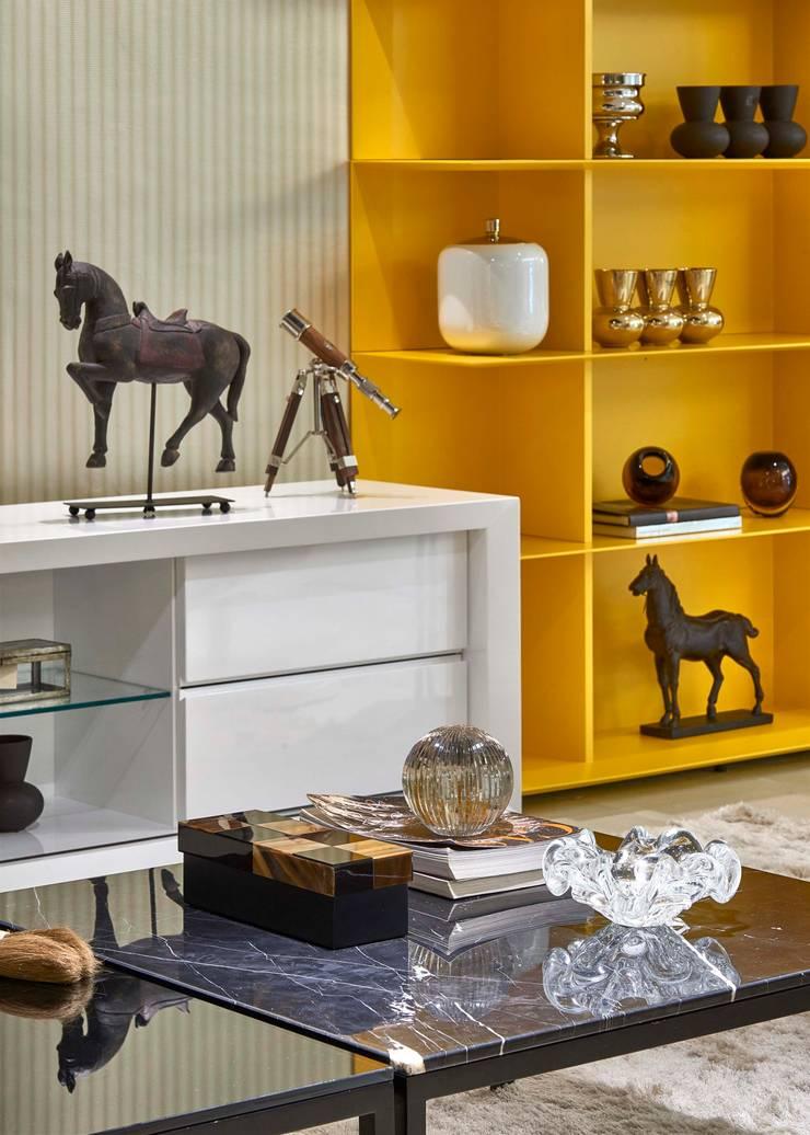 Decora Lider Vitória – Home Theather: Salas de estar modernas por Lider Interiores