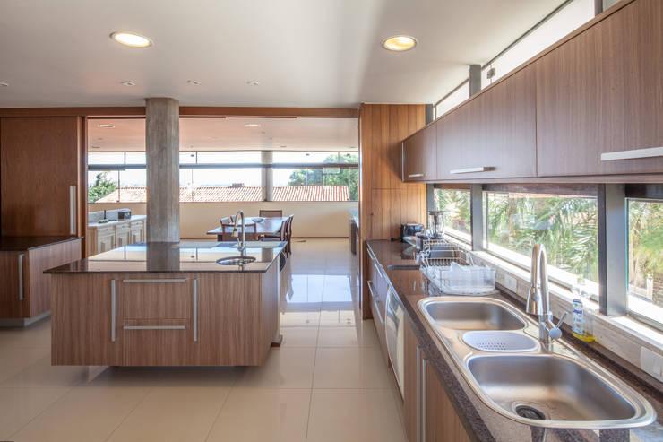 Cozinha: Cozinhas  por MGS - Macedo, Gomes & Sobreira