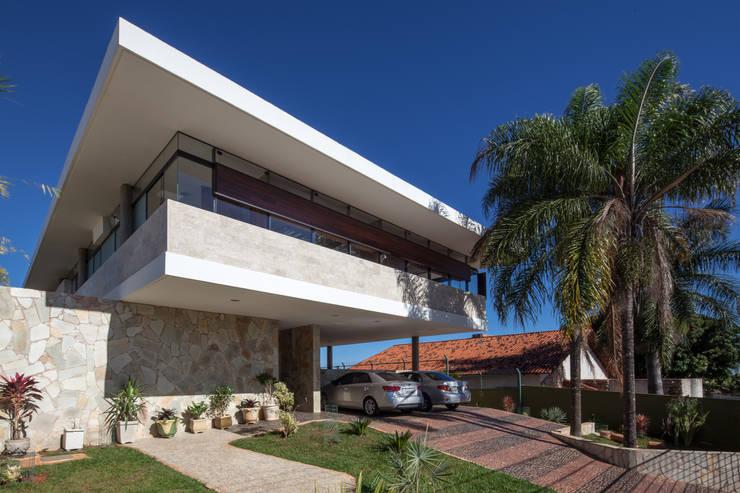 Vista frontal: Casas  por MGS - Macedo, Gomes & Sobreira