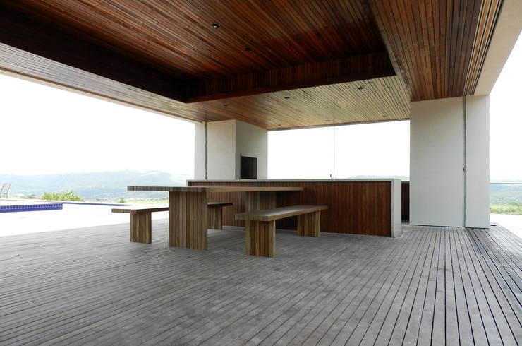 CASA CAB: Casas  por DAVID ITO ARQUITETURA
