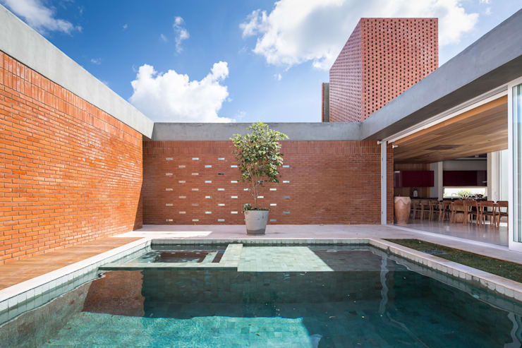 Casa Malva, Bloco Arquitetos: Piscinas  por Joana França