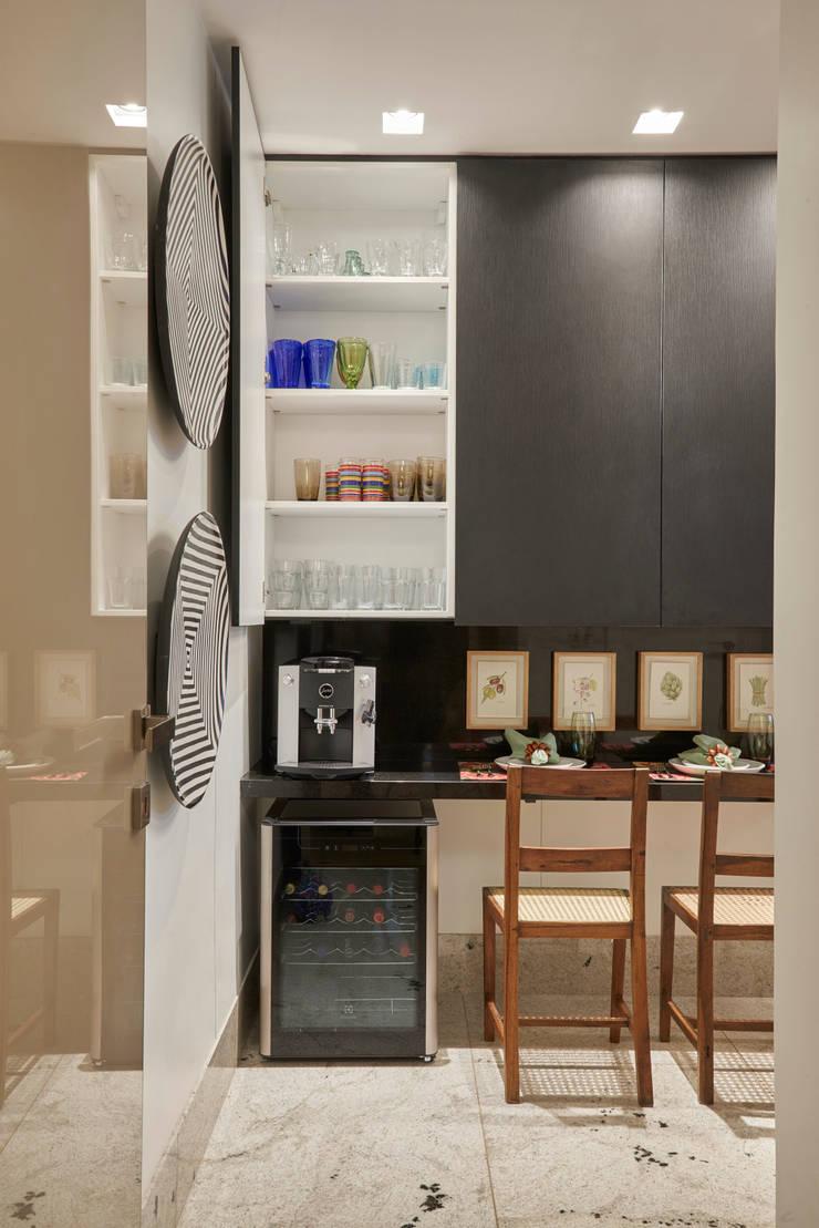 Kitchen by Isabela Canaan Arquitetos e Associados