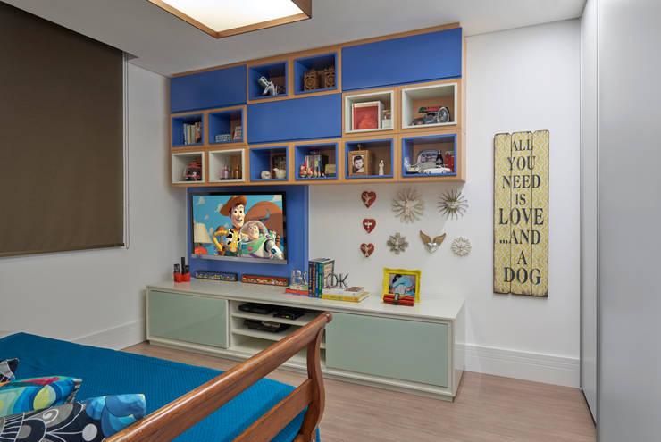 Nursery/kid's room by Isabela Canaan Arquitetos e Associados