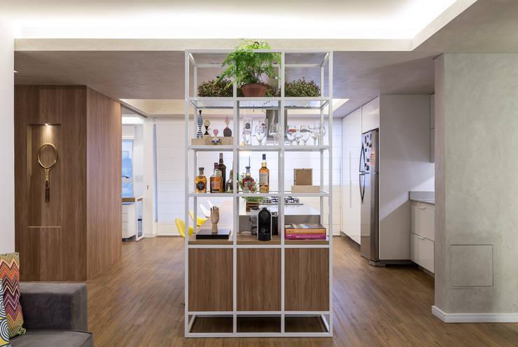Apartamento Trama, Arquiteta Clarice Semerene: Salas de estar modernas por Joana França