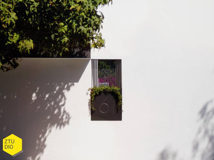 Número : Casas de estilo  por ZTUDIO-ARQUITECTURA