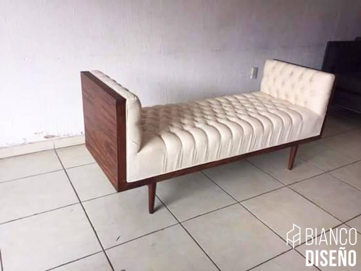 Muebles complemento (Pie de cama): Salas de estilo  por Bianco  Diseño
