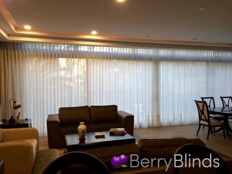 CORTINA CLASICA SALA TERRAZA: Salas de estilo  por BERRY BLINDS INTERIORISMO
