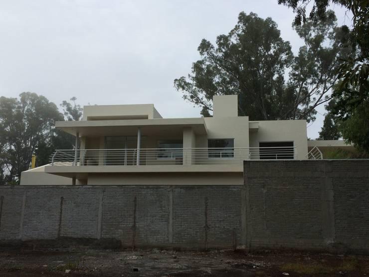 VILLA AUCH: Casas de estilo  por HL Héctor Lucatero arquitectos