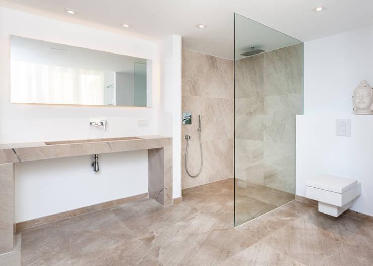 Salle de bains de style  par Construccions i Reformes Miquel Munar SL