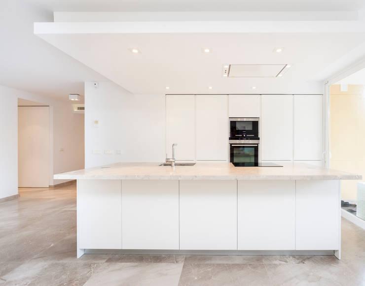 Cocinas de estilo minimalista por Construccions i Reformes Miquel Munar SL