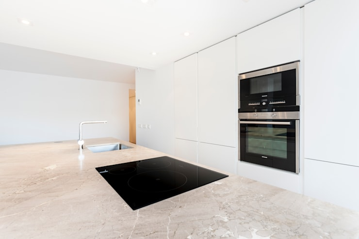 Cucina in stile in stile Minimalista di Construccions i Reformes Miquel Munar SL