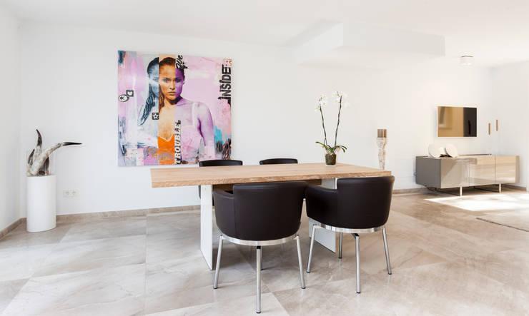 Salas de estilo minimalista por Construccions i Reformes Miquel Munar SL
