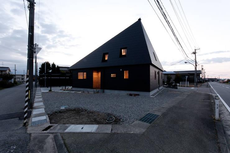 10*10_Haus: 有限会社 法澤建築デザイン事務所が手掛けた家です。