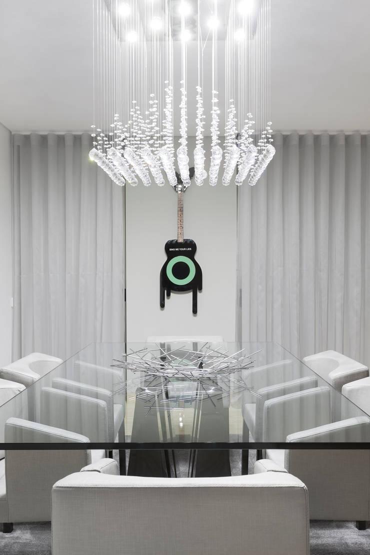 Spazio Park: Salas de jantar  por Sónia Cruz - Arquitectura