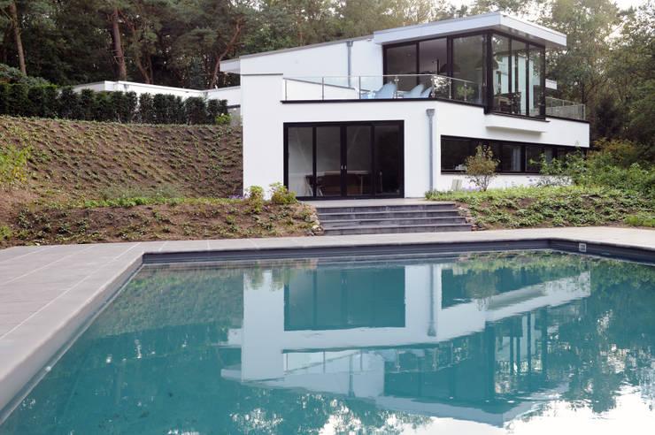 Villa te Doorwerth:  Huizen door Strategie Architecten bna