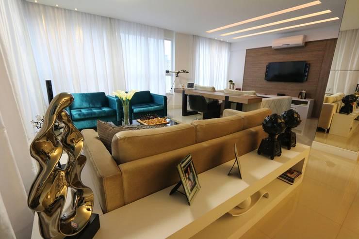 sala de estar: Sala de estar  por Abittare Design- Arquitetura e interiores