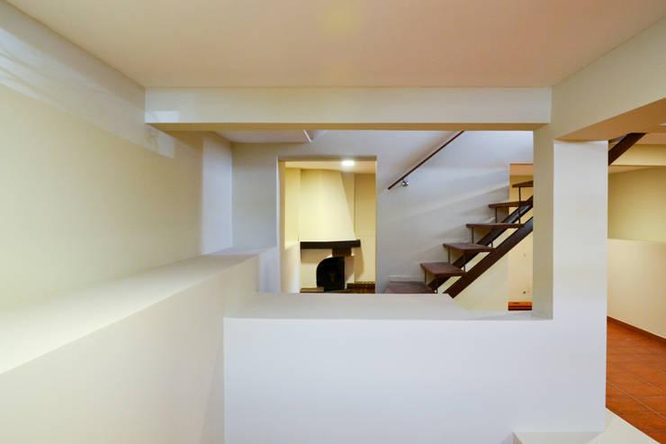 Cave: Escritórios e Espaços de trabalho  por FIlipa Figueira Arquitectura