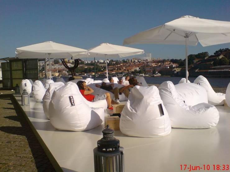 Unique Poufs: Varanda, marquise e terraço  por UNIQUE