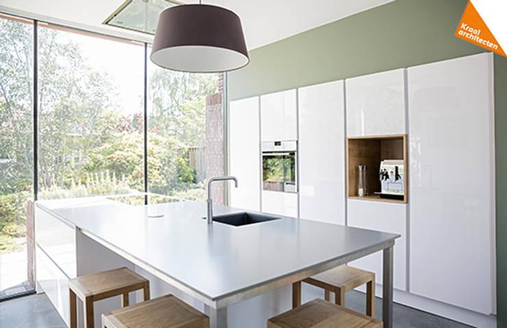 Uitbreiding hoekwoning Amersfoort: moderne Keuken door Kraal architecten BNA