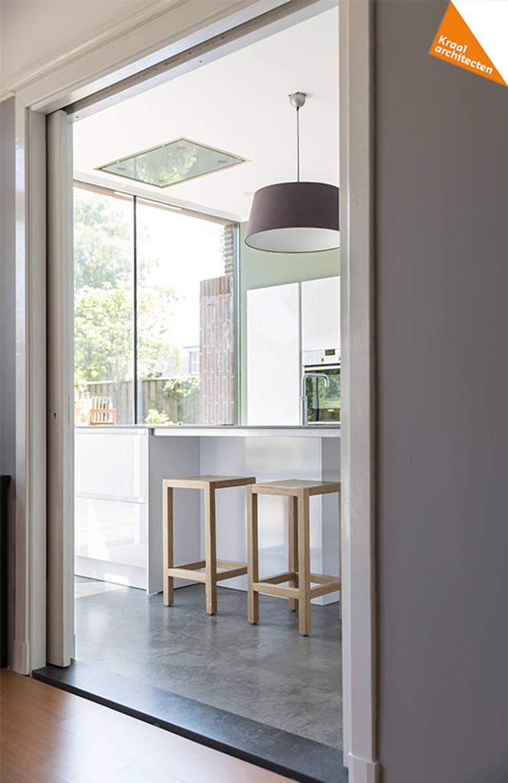 Uitbreiding hoekwoning Amersfoort:  Keuken door Kraal architecten BNA, Modern
