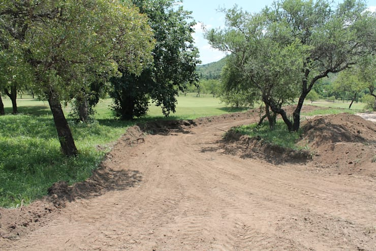 Vivienda Familiar en medio de las Sierras de Córdoba - Ejecución: Jardines de estilo  por MARIELA DURA ARQUITECTURA PAISAJISTA,Rústico