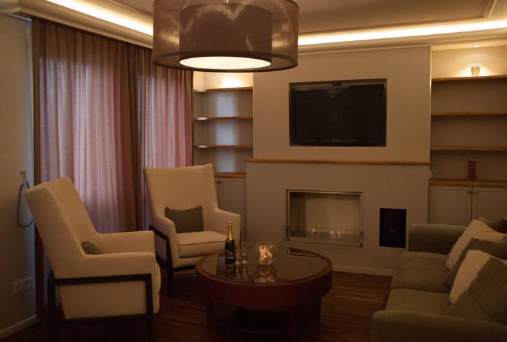 American Style Appartment:  Wohnzimmer von vanHenry interiors & colours