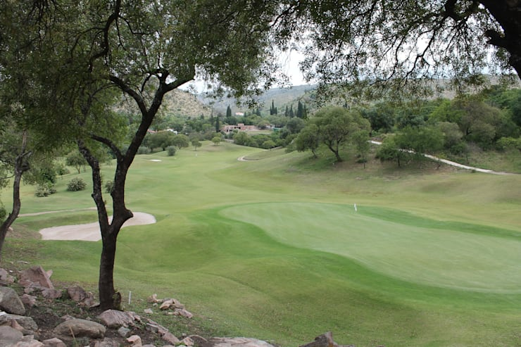 Vivienda Familiar en medio de las Sierras de Córdoba – Ejecución: Jardines de estilo  por MARIELA DURA ARQUITECTURA PAISAJISTA